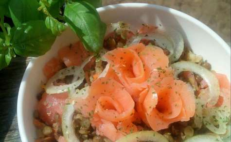 Poke bowl lentilles et saumon fumé