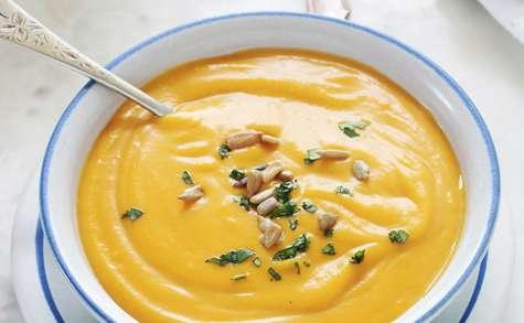 Velouté au butternut, curry et lait de coco