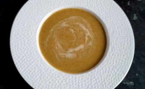 Velouté de patate douce et de mâche au lait de coco
