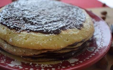 Gâteau de crêpes au chocolat et à la noisette