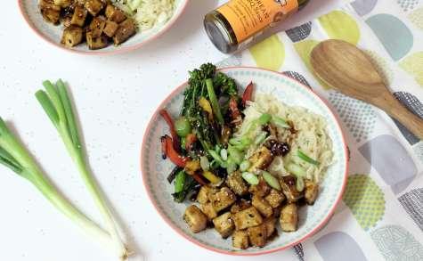 Tofu à la sauce barbecue et légumes sautés