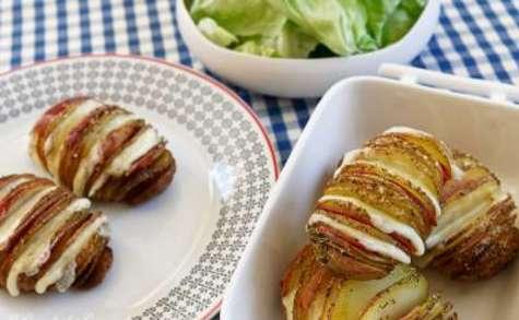 Pommes de terre rôties à la suédoise (Hasselback potatoes) au gouda et au bacon -