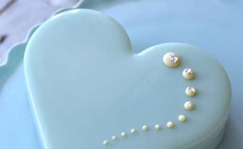 Entremet St Valentin à la myrtille et mousse de fromage blanc