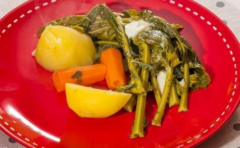Choux verts aux pommes de terre et aux carottes