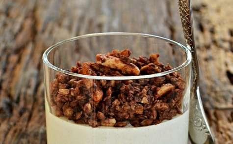 Mousse praliné et granola chocolat, grué de cacao