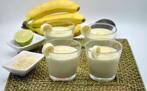 Smoothie avocat banane et lait d'amande