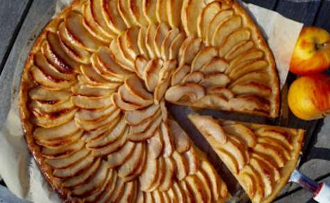 Tarte fine aux pommes et beurre salé