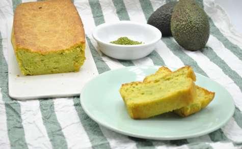 Cake à l'avocat et graines de sésame au wasabi