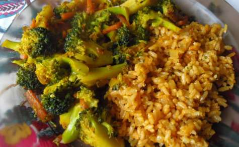 Nasi goreng vegan au brocoli et à la carotte