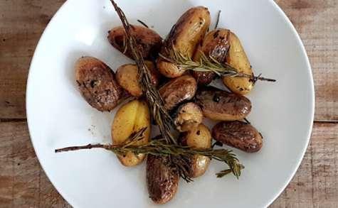 Pommes de terre grenailles au romarin et aux citrons confits