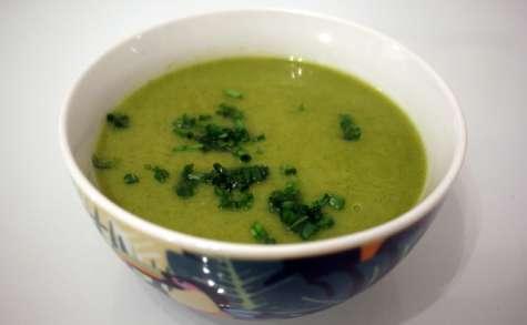 Soupe légère céleri rave, brocoli et curcuma