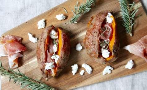 Patates douces au four, épines de sapin, jambon sec et fromage de chèvre