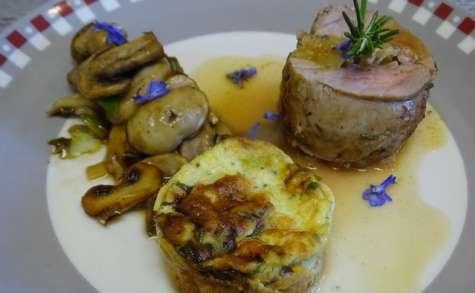 Filet mignon farci au bacon, pommes et camembert , poêlée de champignons, flan de courgette