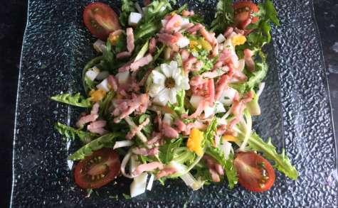 Salade de pissenlit aux allumettes de lardons