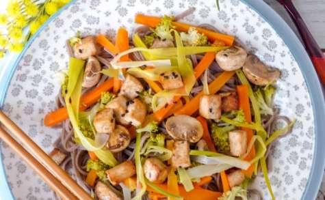 Nouilles soba sautées aux légumes et tofu