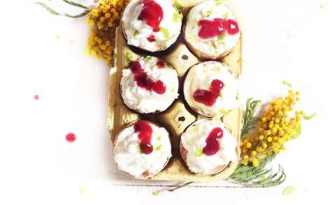 Mousse au chocolat blanc, coulis framboise et zeste de citron vert