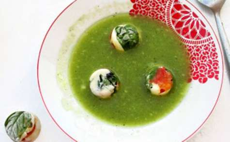 Soupe froide courgette/concombre à la citronnelle & ses glaçons