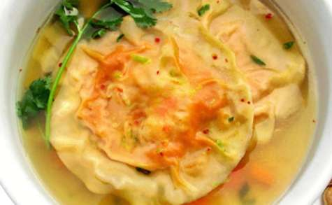Bouillon Thaï, ravioles potimarron crevettes, et Combava
