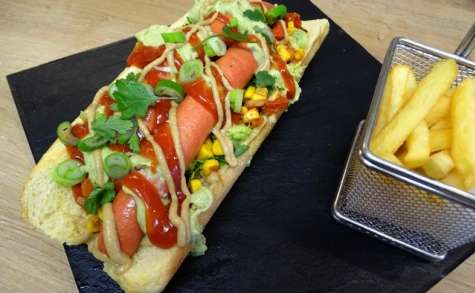 Hot dog à la mexicaine et son guacamole crémeux