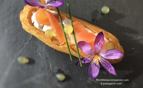 Éclair salé à la mousse de saumon et ses perles de citron