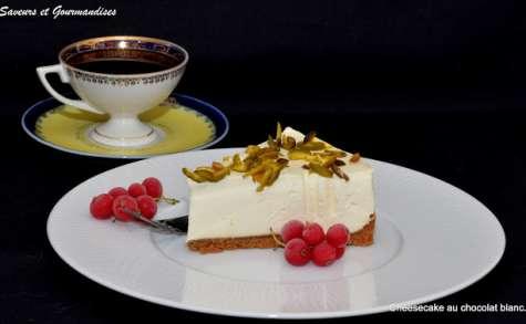 Cheesecake au chocolat blanc et pistaches.