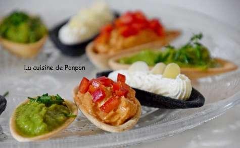 Apéritif de fines coquilles garnies de crème d'avocat, crème de tomates et fines herbes - La cuisine de Ponpon: rapide et facile!
