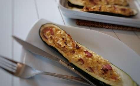 Courgettes farcies aux lentilles corail, bacon et fromage de chèvre