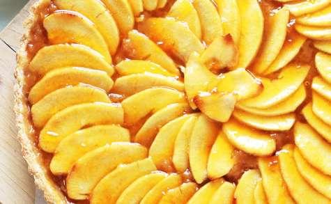 Tarte aux pommes avec compote et pâte brisée