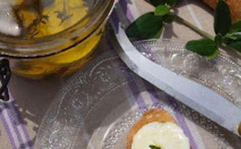 Petits chèvres marinés à l'huile d'olive