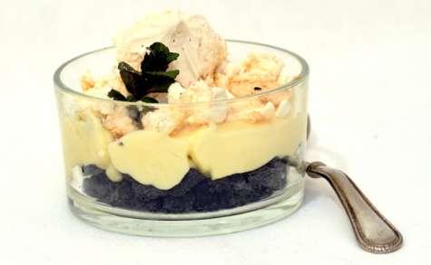 Sablés à l'encre de seiche, crème légère au citron.