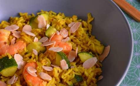 Riz sauté aux crevettes, courgettes et amandes
