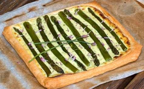Tarte aux asperges vertes, ricotta et ail des ours