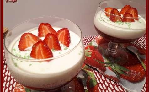 Coupes de purée de fraise au fromage blanc vanillé