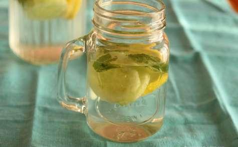 Eau détox au concombre citron et menthe