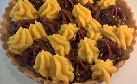 Tarte aux fruits de la passion et chocolat Dulcey