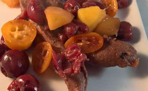 Canard aux cerises, mangue et kumquats