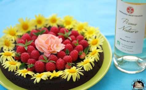 Fondant au chocolat noir, framboises et rose