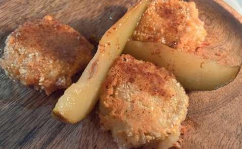 Chèvres panés au pop corn et poire caramélisée à l'érable