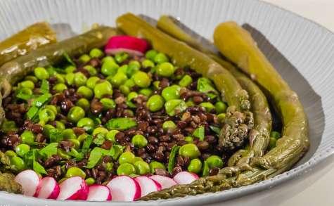Salade de lentilles beluga aux asperges et petits pois