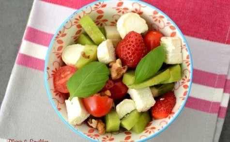 Salade de fraises, kiwis, tomates et chèvre