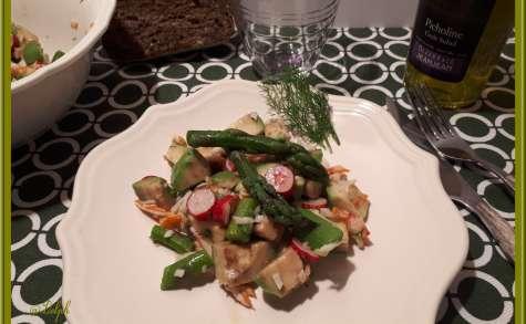 Salade avocat, radis, asperges et crabe
