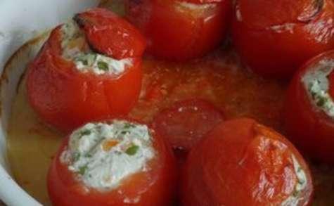 Tomates farcies au chèvre frais, crevettes, échalote et persil