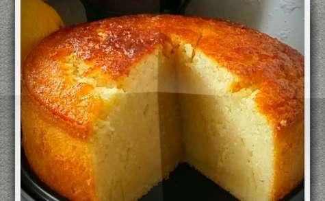 Gâteau au lait et à la semoule, parfumé à la vanille et au citron