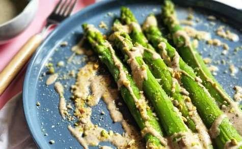 Asperges vertes, sauce crémeuse torréfiée