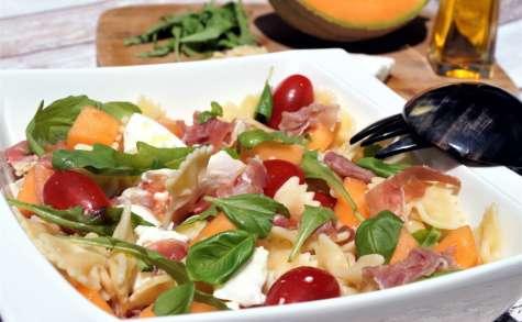 Salade farfalle, melon, mozzarella, jambon de parme