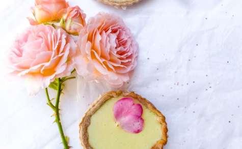 Tartelette citron et rose du jardin