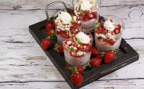 Mousse de fraises croquantes au basilic