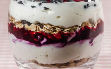 Verrine de yaourt au muesli et fruits rouges