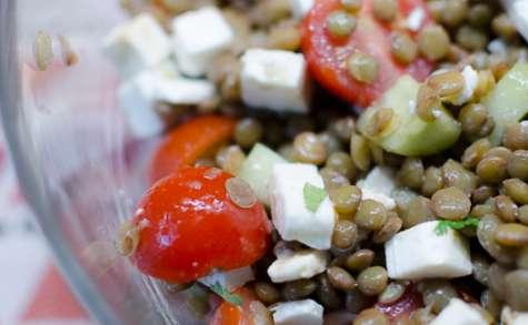 Salade de lentilles aux câpres, aux tomates cerises et à la feta