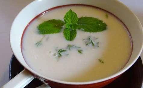 Velouté d'asperges blanches au miso et au gingembre